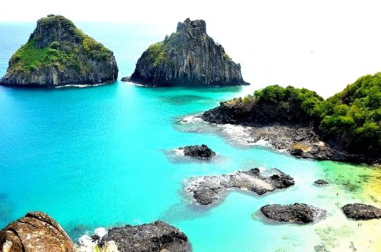 Fernando de Noronha is an archipelago of 21 islands and islets in the Atlantic Ocean, 354 km offshore from the Brazilian coast and is also a UNESCO World Heritage...