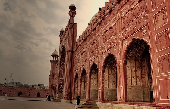 by zishsheikh on Flickr.A side view of the main hall of the Badsahi Mosque in Lahore, Pakistan.