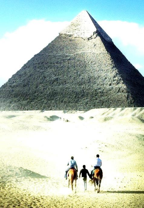 Towards the Great Pyramid, Giza, Egypt